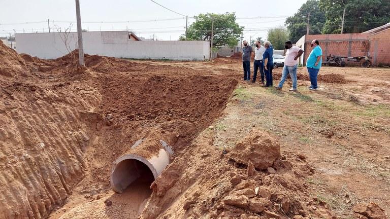 Equipe do Daae acompanha vistoria de obras de drenagem e pavimentação no Cidade Jardim