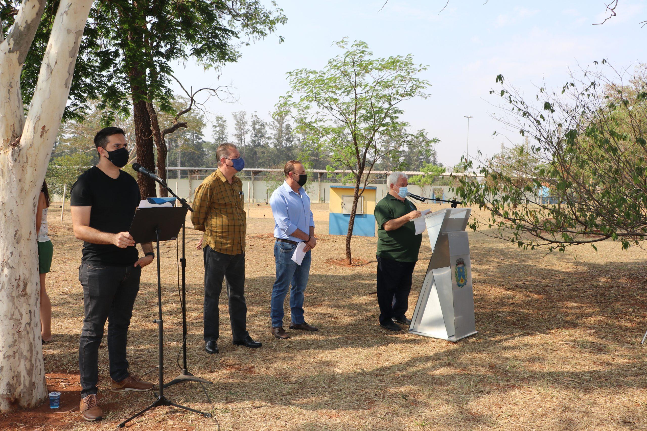 Plantio de 110 mudas marca a comemoração do Dia da Árvore no Parque do Botânico